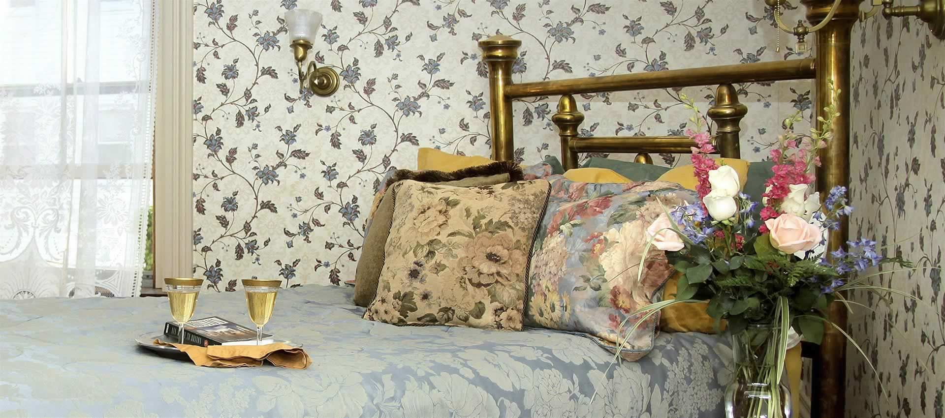 Florence Suite – Bed with Flowers